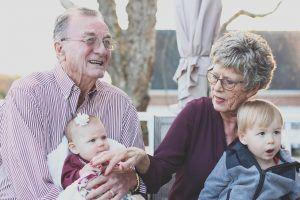 grandparents-1969824_1280-300x200